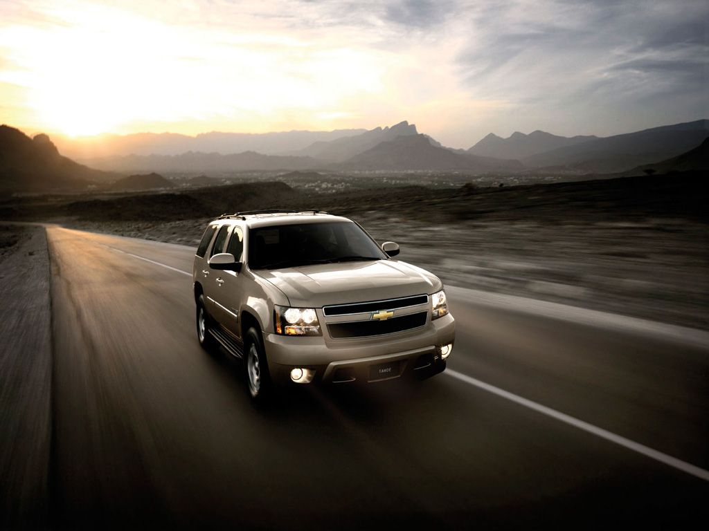 Tahoe Front View Moving Wallpaper 1024x768[0]